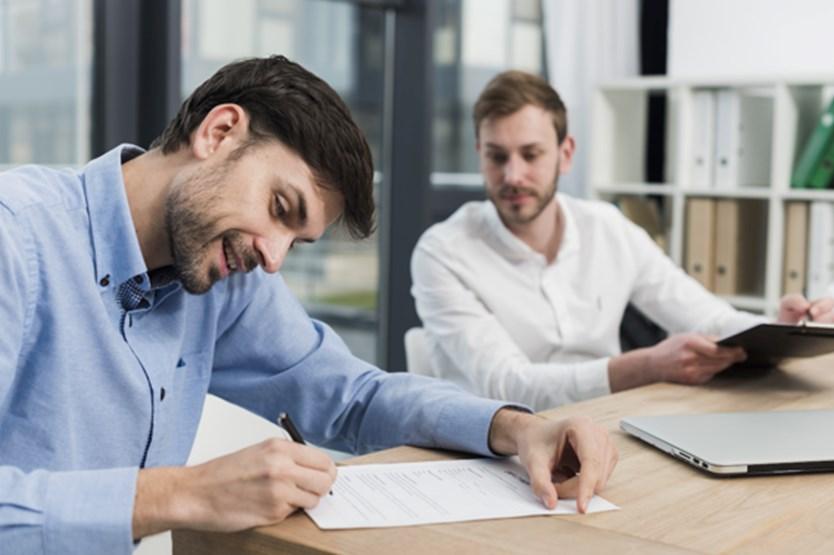 Asesores laborales trabajando para su empresa